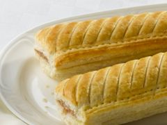 """Wrights Unbaked 8"""" Lincolnshire Sausage Rolls"""